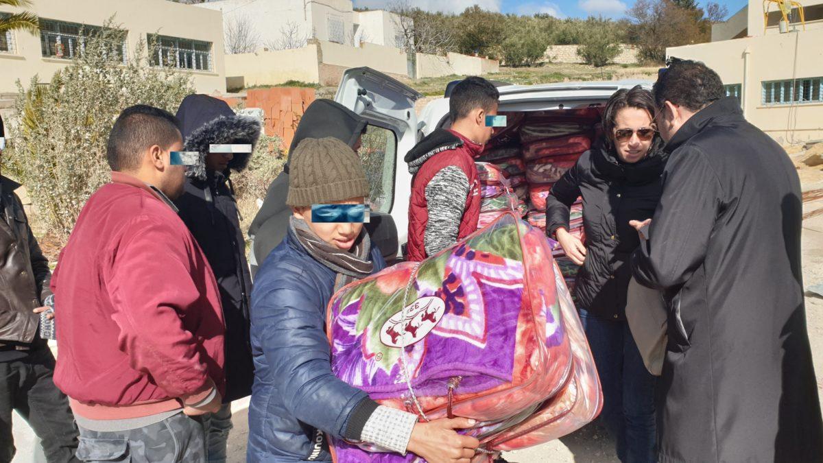 كيونت تقدم مساعدات انسانية لأطفال مدينة كسرى بتونس